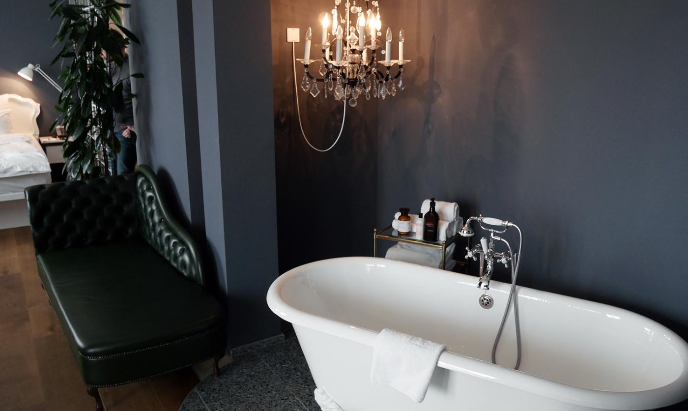Grand Ferdinand Mr & Mrs Smith Travel Hotel Vienna Austria Suite Bedroom Bathroom